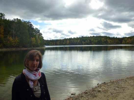 Elena Guerini sul lago di Concord, vicino a Boston, dove ha vissuto Henry David Thoreau